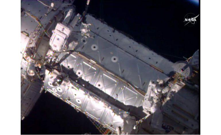 Instalan nueva compuerta en Estación Espacial Internacional