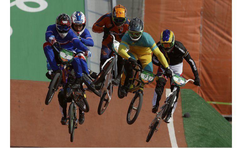 Colombiano Ramírez atrapa bronce sobre la meta en BMX