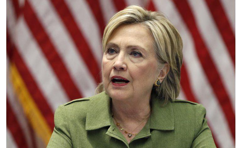 Juez ordena a Clinton que responda preguntas sobre correos