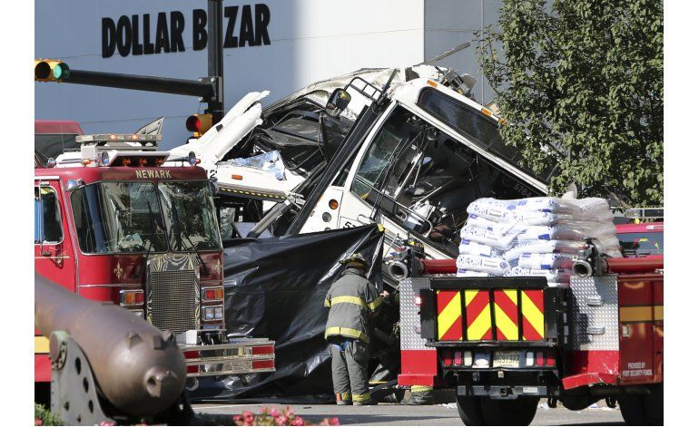 Autobuses chocan en New Jersey: hay 2 muertos y 17 heridos