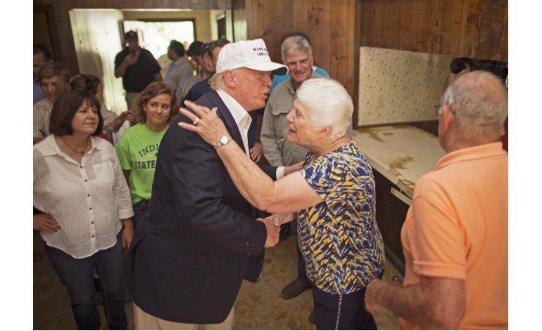 Trump visita zona afectada por inundación en Louisiana