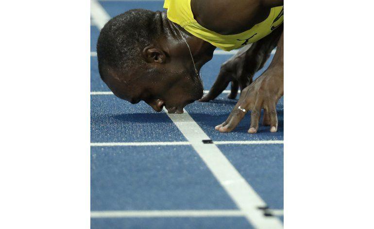 Bolt cierra a lo grande con su tercer oro en Río