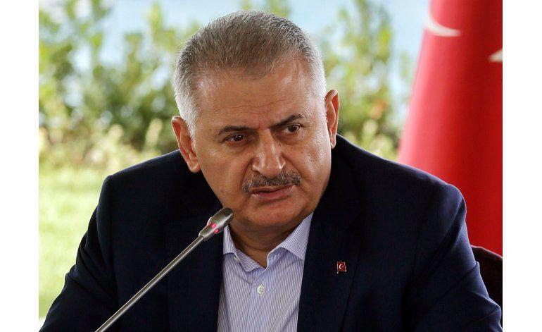 Turquía aceptaría rol de Asad en período de transición