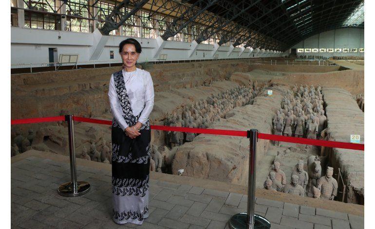 China recibe a Suu Kyi y promete mejor relación con Mianmar