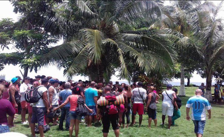 Se agrava la situación de los emigrantes cubanos varados en La Miel, Panamá