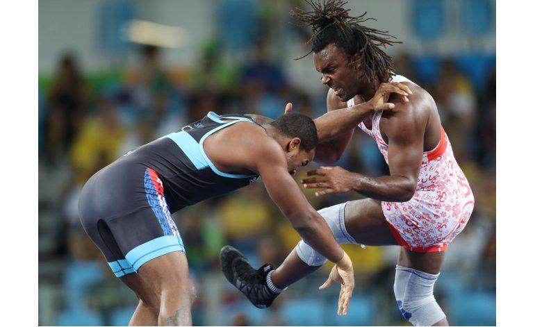 Cubano Salas cae en lucha olímpica contra Cox de EEUU