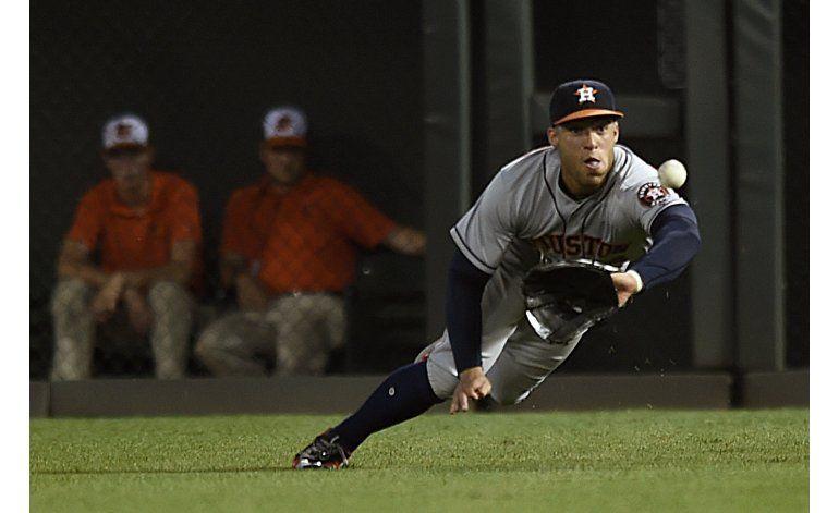 Jason Castro produce cuatro y Astros apalea 12-2 a Orioles