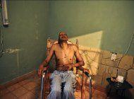 farinas deja el hospital y continua en su casa la huelga de hambre