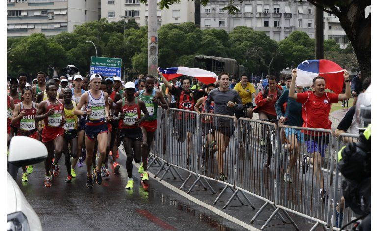 Mexicano Vargas supera adversidades al completar maratón