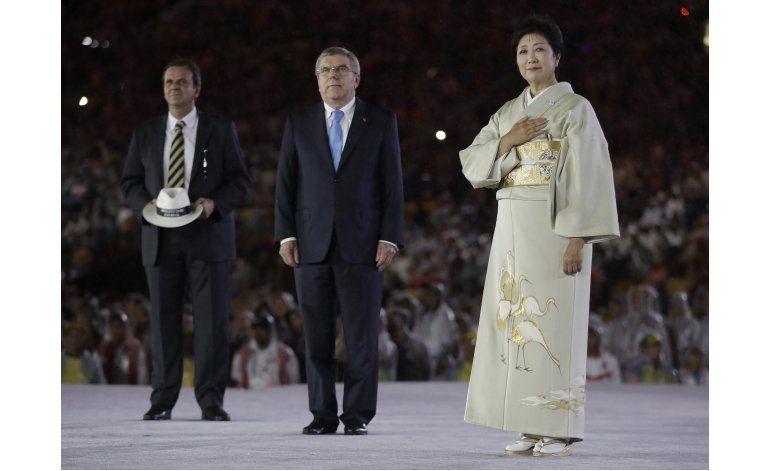 Con carnaval, Río apaga llama olímpica; cede posta a Tokio
