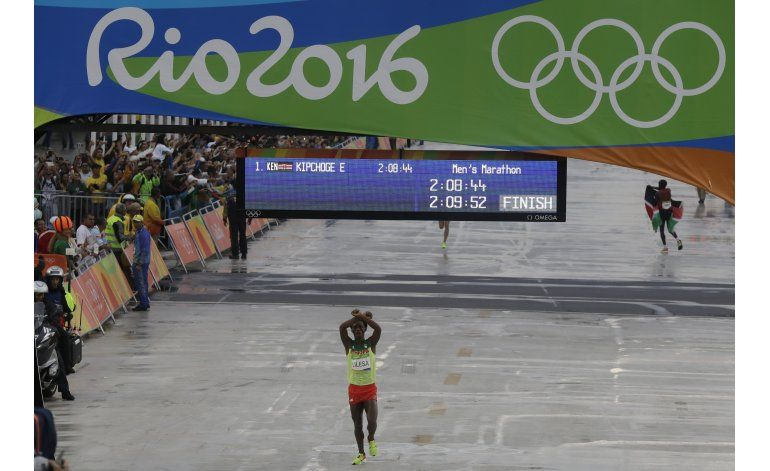 Etiopía dice que recibirá como héroe a maratonista Lilesa