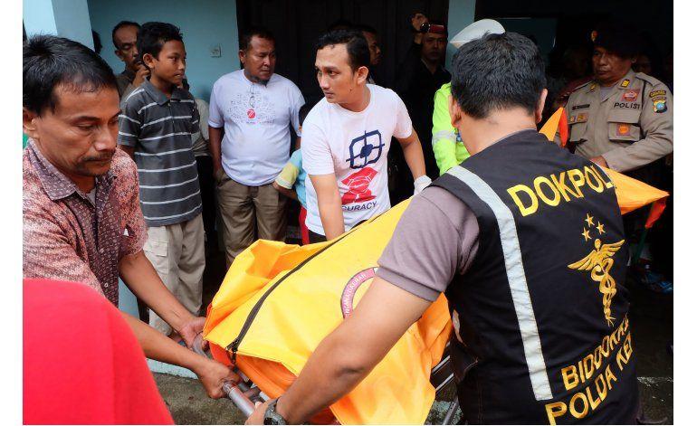 Indonesia recupera cuerpos de 15 víctimas de naufragio