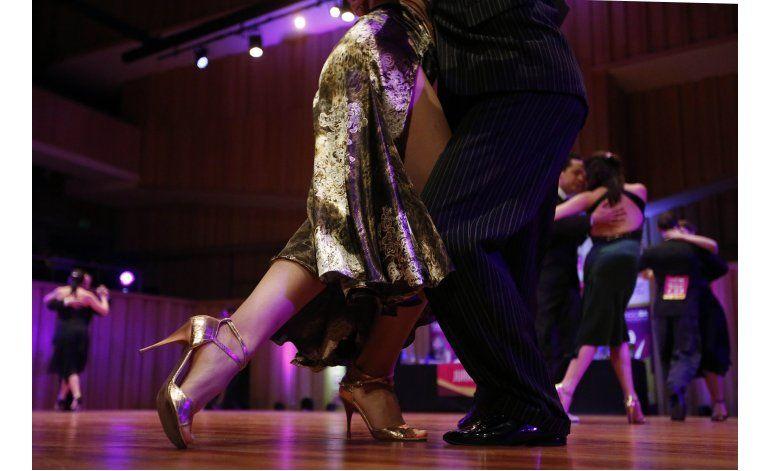 Cientos de parejas del mundo compiten en mundial tango