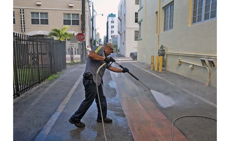 Florida destina más recursos a la lucha contra el zika