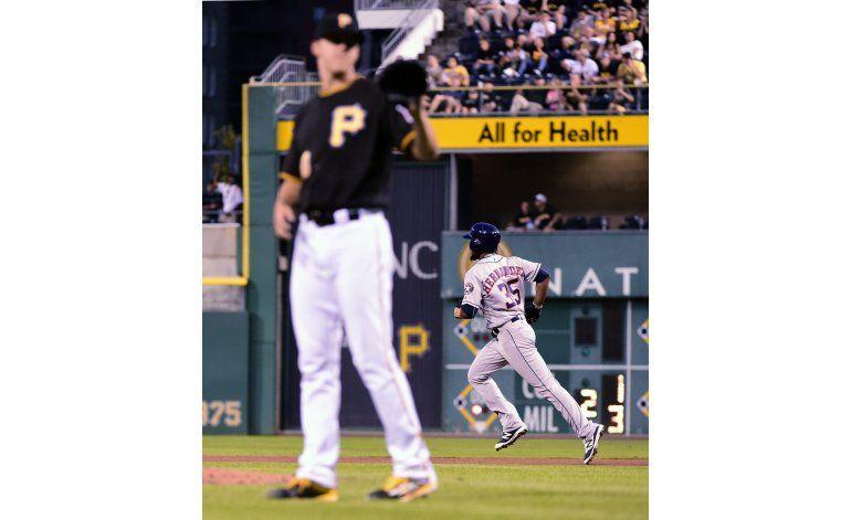 Hernández y Fister lideran victoria de Astros ante Piratas