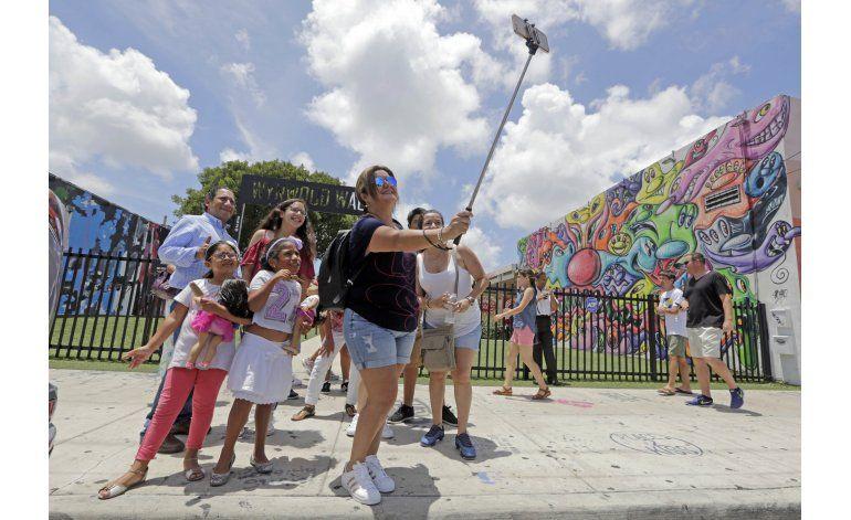 Turistas evitan lugares afectados por zika en EEUU