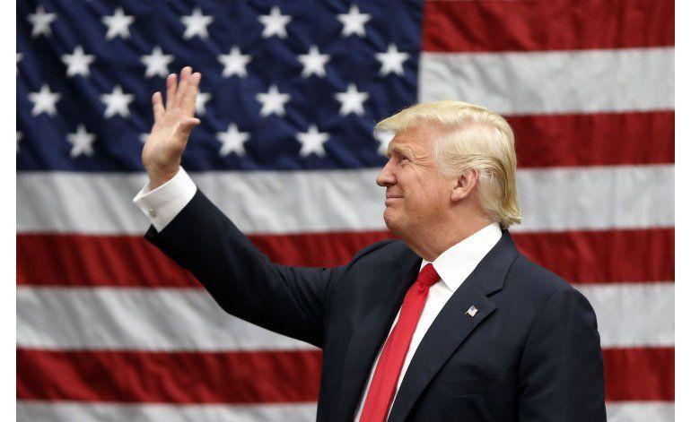 LO ÚLTIMO: Trump rinde tributo a agentes fronterizos
