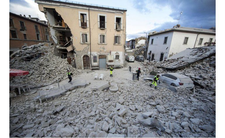 Fuerte sismo sacude Italia; hay al menos 159 muertos