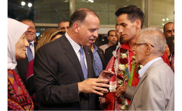 Dan bienvenida real a primer medallista olímpico de Jordania