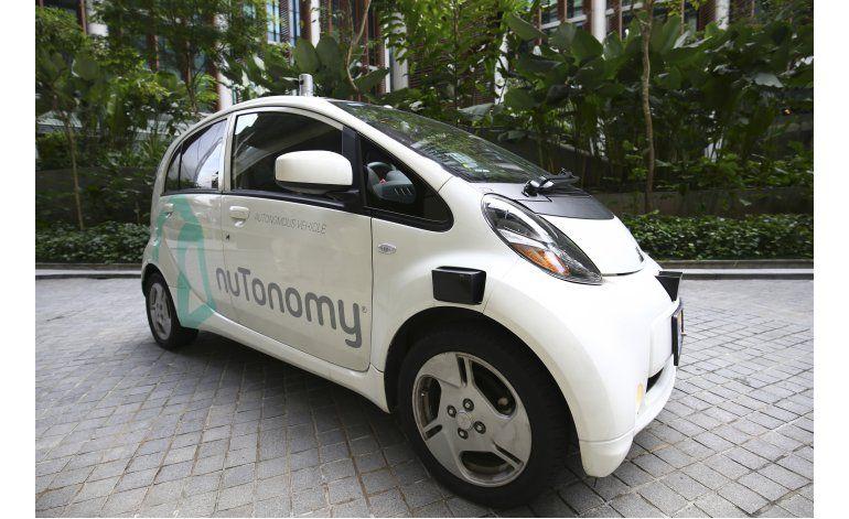 Debuta en Singapur primer taxi autónomo