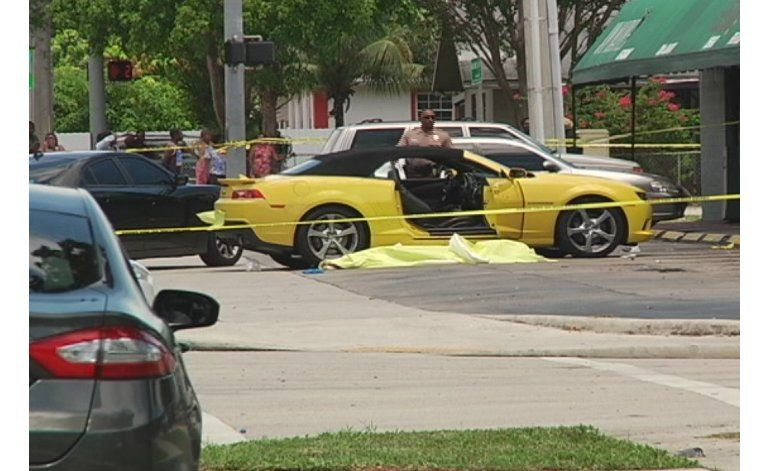 Investigan el extraño caso de una persona baleada frente a un supermercado de Miami