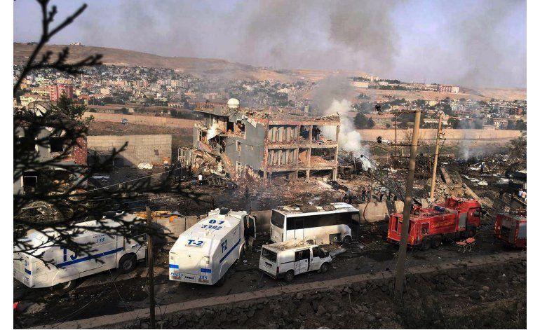 Turquía: 11 policías muertos, 78 heridos por un camión bomba