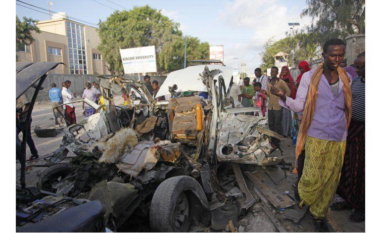 Coche bomba y asedio en Somalia dejan 8 muertos