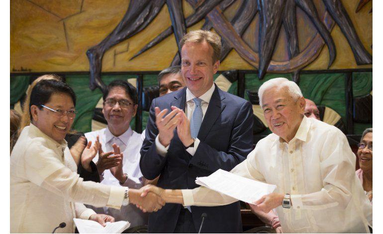 Rebeldes filipinos aceptan un alto el fuego indefinido