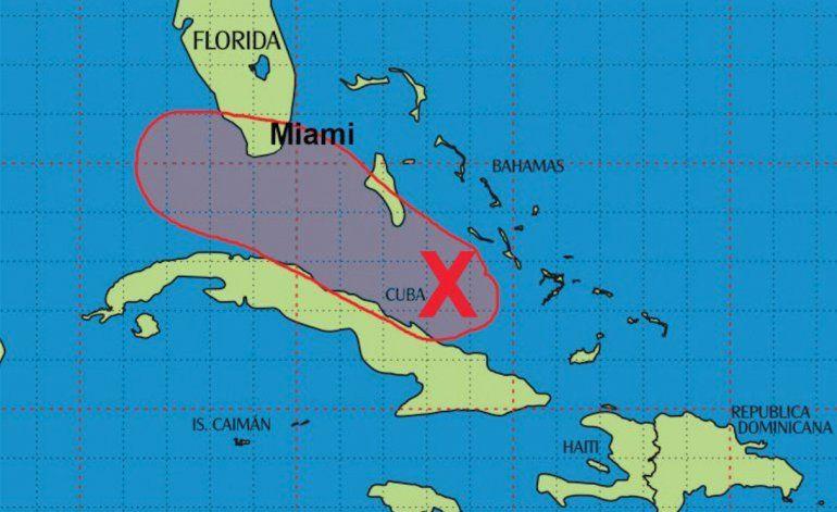 Fuerte onda tropical continúa su paso hacia el sur de Florida