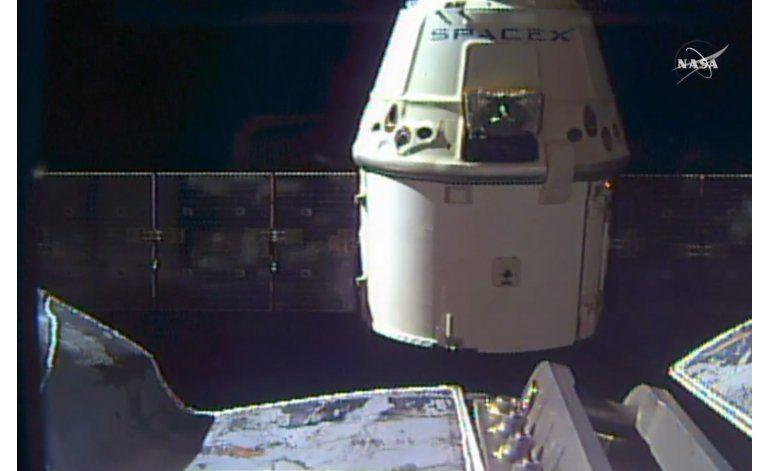 La cápsula Dragon regresa desde la estación espacial