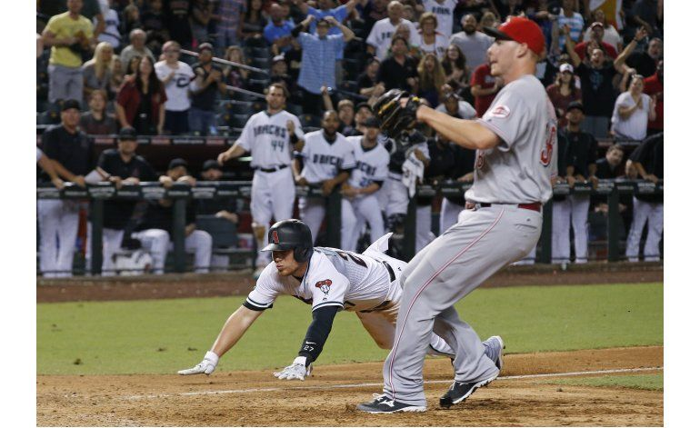 Diamondbacks vencen a Rojos en un wild pitch en el 11mo