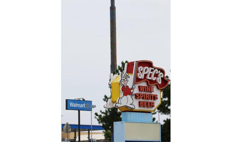 Wal-Mart batalla a Texas en la corte por licencia de licores
