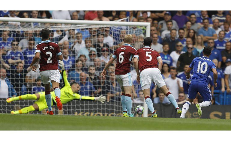 Chelsea y United siguen con paso perfecto en Liga Premier