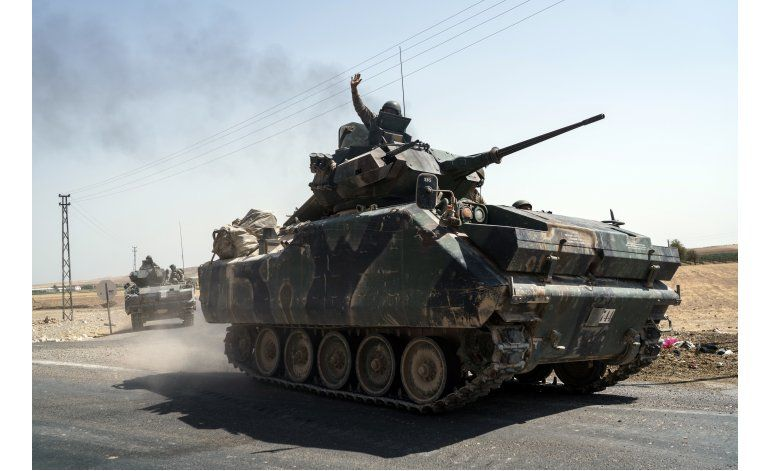 Rebeldes sirios avanzan contra curdos