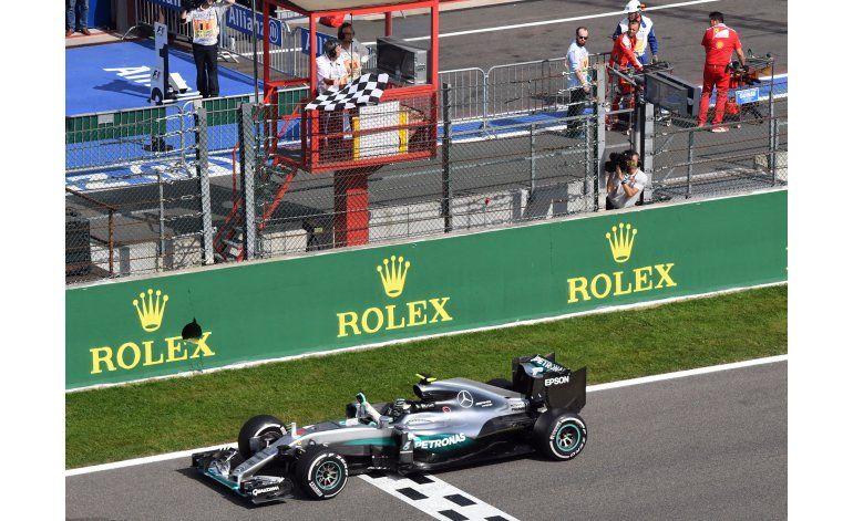 Rosberg gana GP de Bélgica, en accidentada carrera