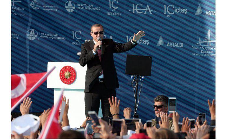 Presidente turco jura destruir a los terroristas