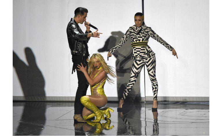 Beyonce se apodera de los VMAs, gana video del año
