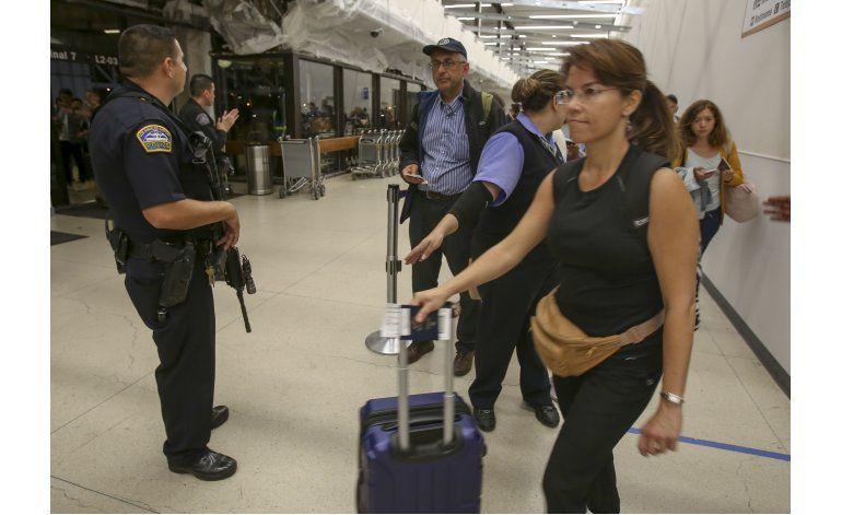 Una falsa alarma provoca pánico en aeropuerto de Los Ángeles