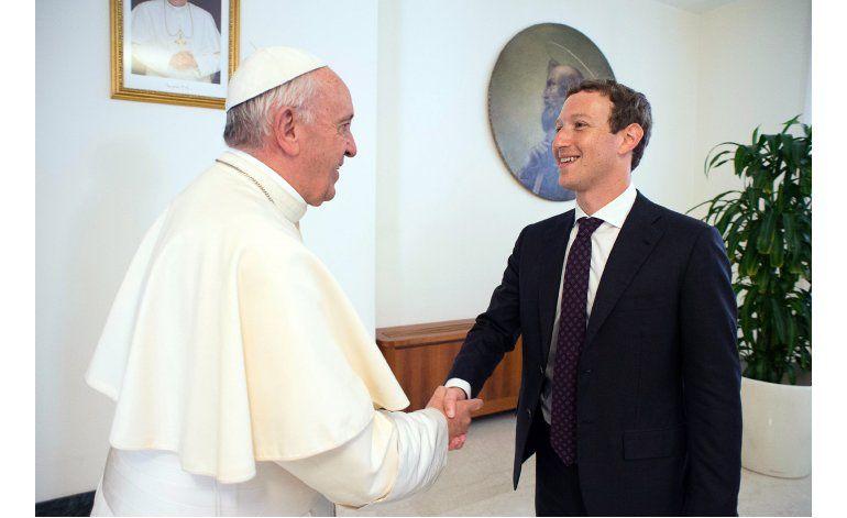 El papa Francisco se reúne con Mark Zuckerberg en Roma