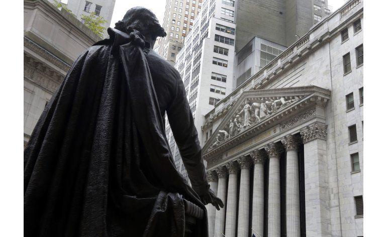 Esperanza de alza en las tasas ayuda a Wall Street