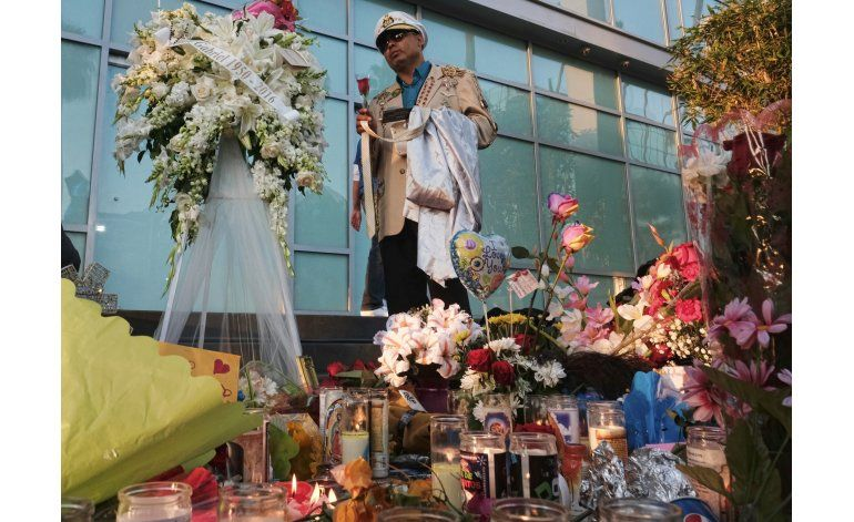 Policía: Restos de Juan Gabriel son llevados al aeropuerto