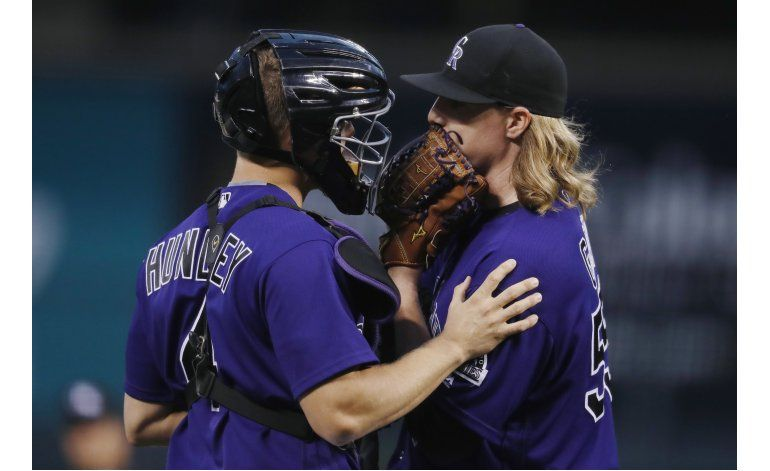 Gray, Hundley impulsan a Rockies en victoria sobre Dodgers