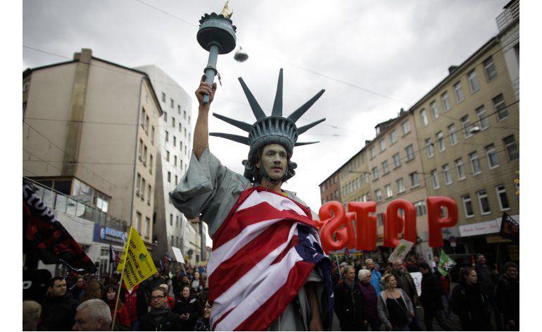 Hollande no ve posible acuerdo comercial con EEUU este año