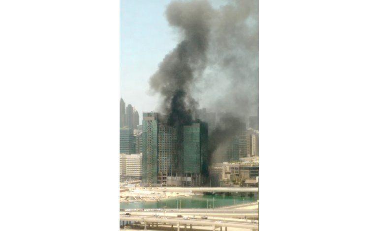 Incendio en rascacielos en construcción en Abu Dabi