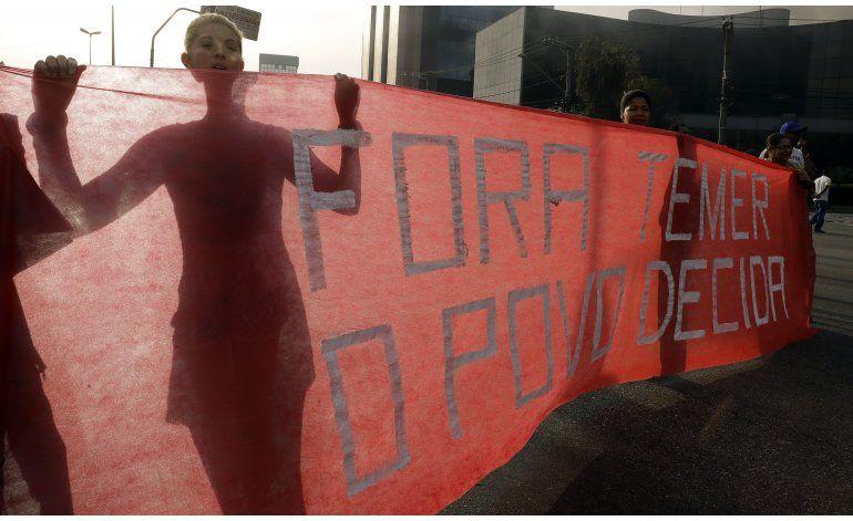 LO ULTIMO: Aplazan votación en juicio político de Rousseff