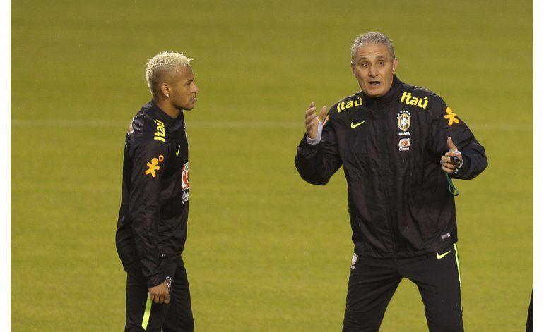 Brasil practica con bola parada para enfrentar a Ecuador