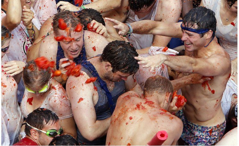 España: Guerra de tomates tiñe de rojo un pueblo valenciano