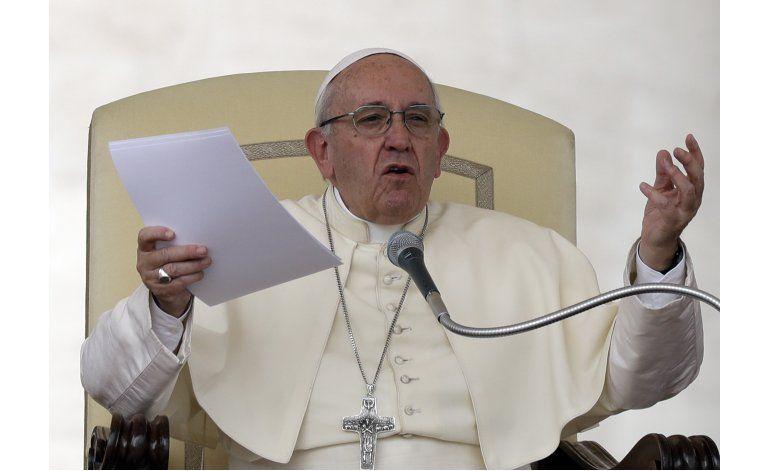 Papa elogia acuerdo colombiano, no acepta designar enviado