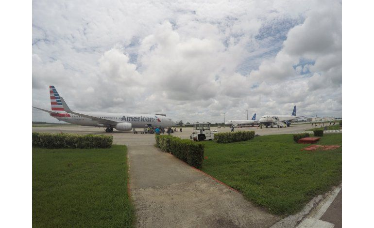 Arriba histórico vuelo comercial de EEUU a Cuba