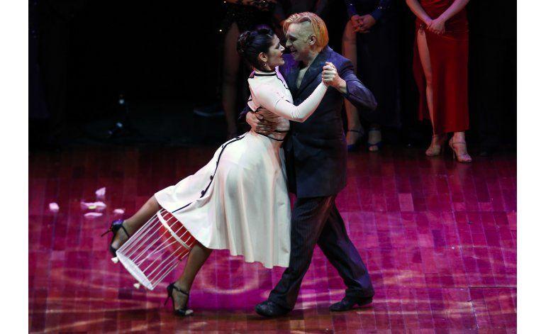 Pareja argentina enloquece y gana el Mundial de tango